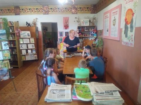 Познавательная беседа «Созвездие звёзд» посвящённая Дню кино прошла в библиотеке села Глухово